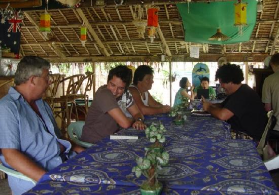 Frendz Resort Boracay : The communal, restaurant, party, social gathering area.