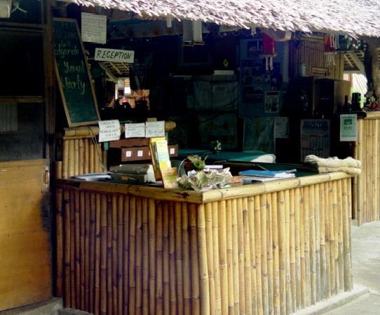 Frendz Resort Boracay : The reception. Best money changing rate on Boracay.