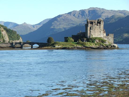Lochan Cottage Guest House: Eilean Donan Castle; not so far from Fort William.