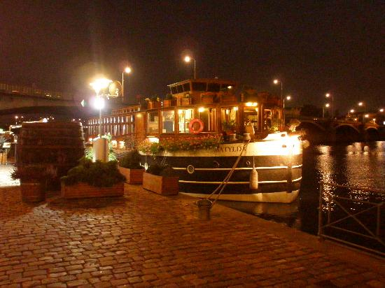 Botel Matylda by night