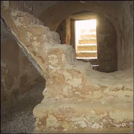 petite mosquée dans les fondations de la kasbah