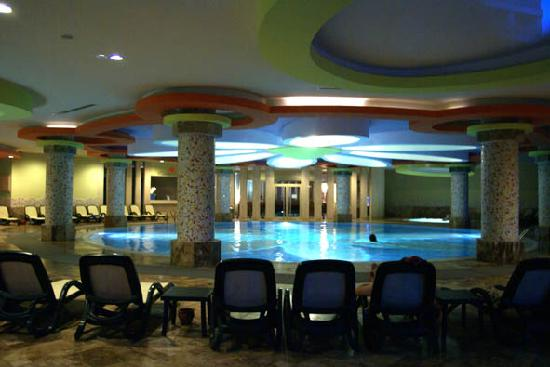 Royal Wings Hotel: Inside swimming pool