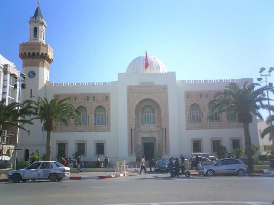 Musee archeologique - Hotel de ville (City Hall) : la mairie