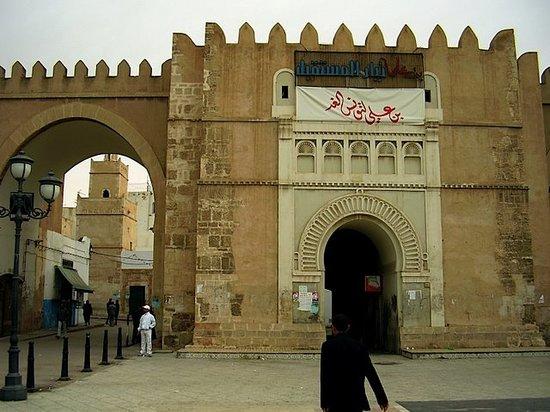 Sfax, Tunisie : Beb Ediwan datant de L'an 1300