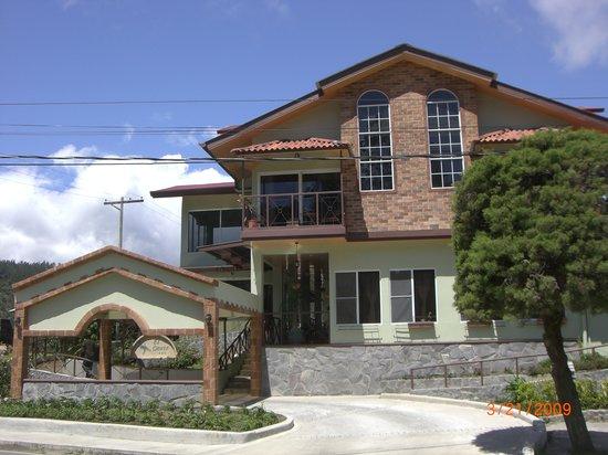 El Oasis Hotel & Restaurant: Front of hotel