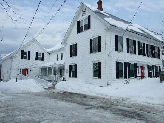 White Mountains Hostel: hostel in winter