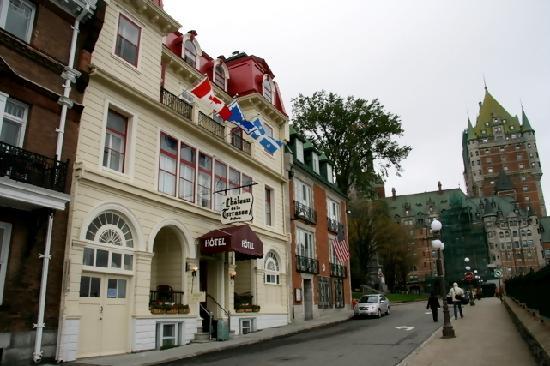 Hotel Terrasse Dufferin: 外観(バックにフェアモントが見えます)