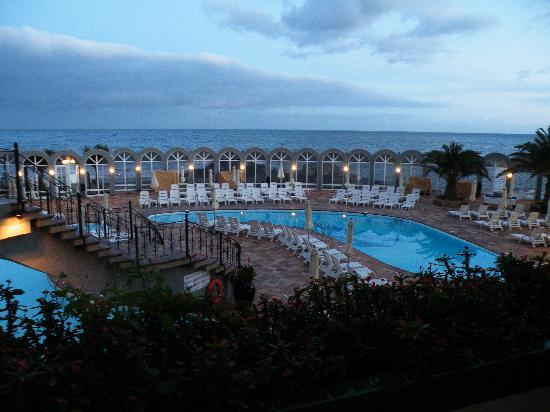 San Agustin Beach Club: From our room at dusk