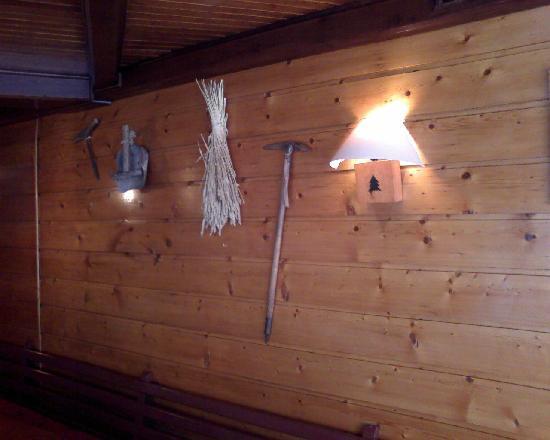 Le Chardon bleu: Décoration outils de la ferme savoyarde
