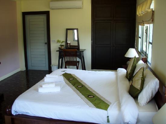 Thanya Beach Resort: Vill A
