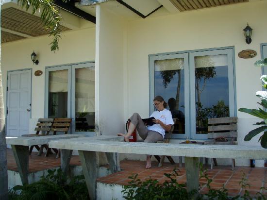 Thanya Beach Resort: Villa porch