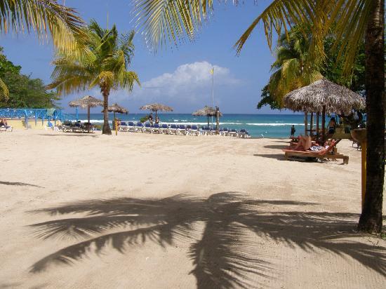 Sandals Ochi Beach Resort: View of Beach