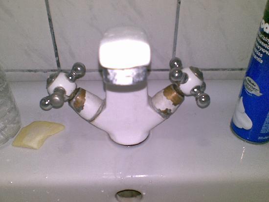 Birbey Hotel: washroom