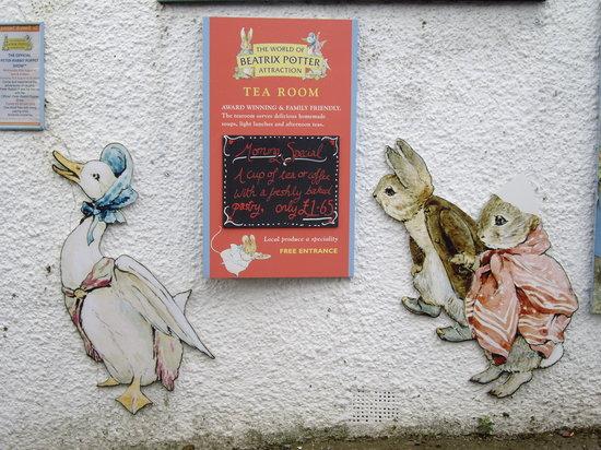 The World of Beatrix Potter: 入口の看板