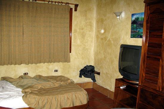 Resort Martino Boutique Hotel & Spa: Nebenraum der Villa, enthält ein King-Size-Bett plus Doppelstockbett.