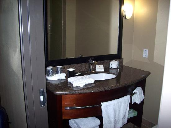 BEST WESTERN PLUS Texoma Hotel & Suites: Bath
