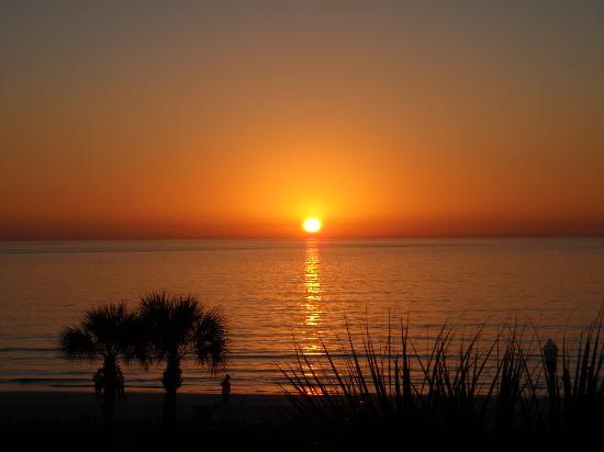 Sabal Palms Inn : Sunset on Pass-a-grill beach