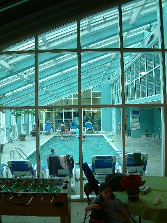 Shore Crest Vacation Villas: Indoor pool from the activity room