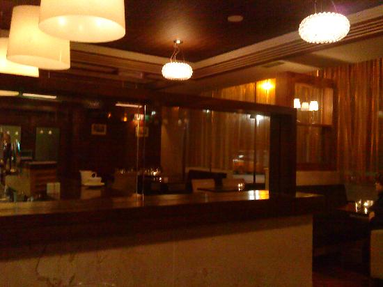 Clayton Hotel Galway: Bar & Bristo