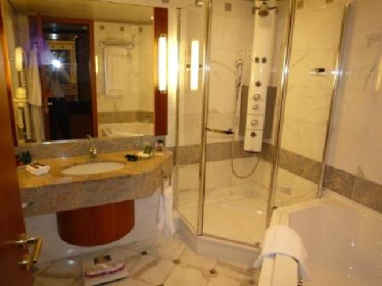Salle De Bains Picture Of Le Royal Hotels Resorts Luxembourg