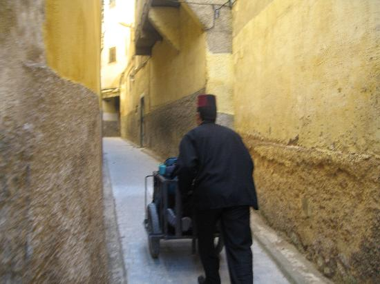 Riad Le Calife: Bags being delivered