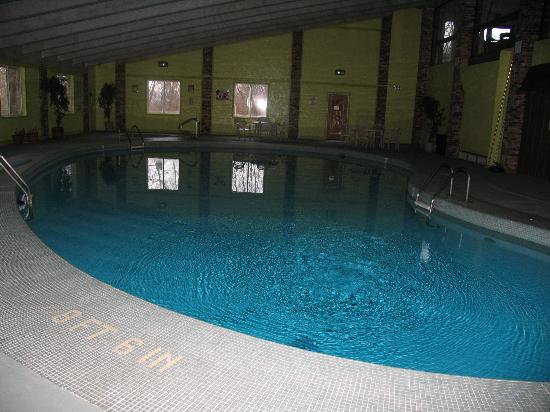 Quality Inn: renovated pool