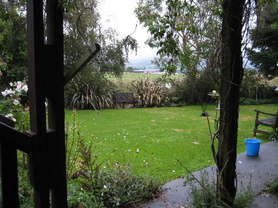 Brook House B&B : View from our window of the back garden