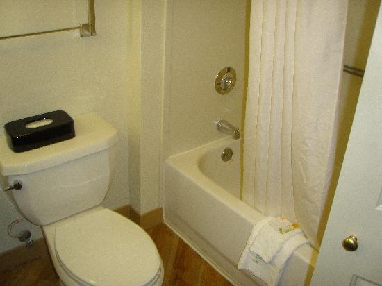 La Quinta Inn & Suites Memphis Primacy Parkway: Bathroom 3