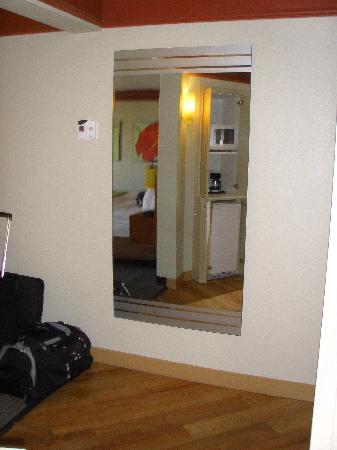 La Quinta Inn & Suites Memphis Primacy Parkway: Mirror