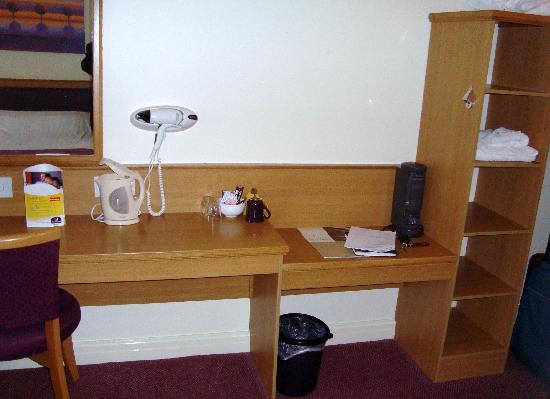 Premier Inn Northwich (Sandiway) Hotel: Closets