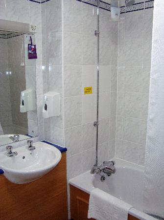 Premier Inn Northwich (Sandiway) Hotel: Bathroom
