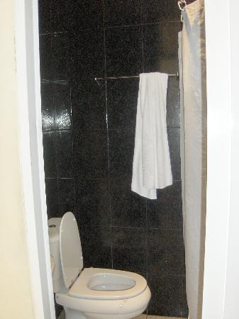 Pensao Cristal: Bathroom