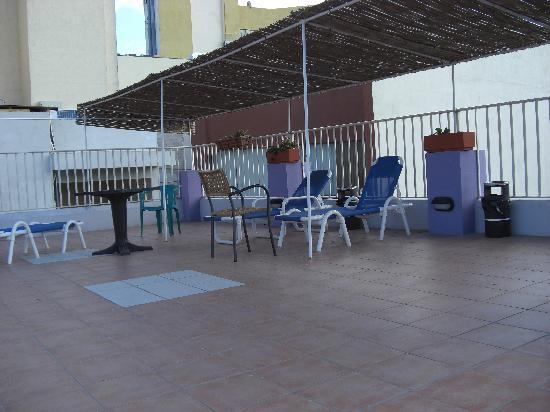 Bernard Hotel: pool area
