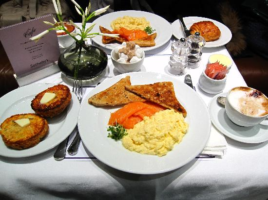 Sotheby's Cafe : Breakfast at Sotheby's