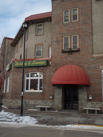 Athabasca Hotel: Located right in the center of town
