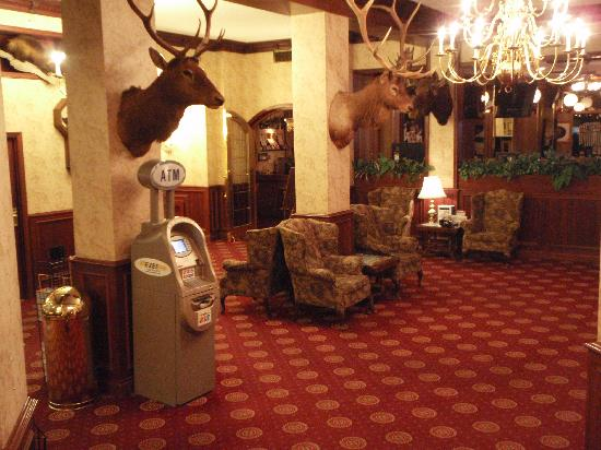 Athabasca Hotel: The lobby was very welcoming