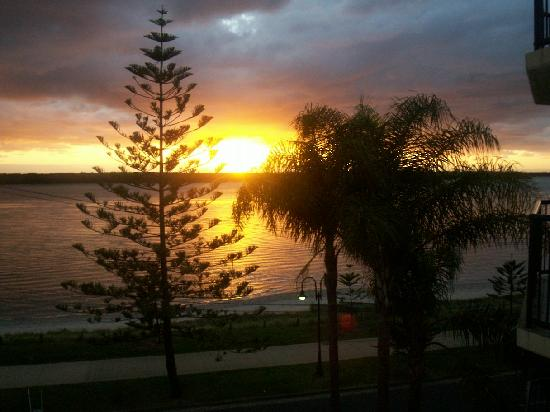Bayview Beach: Sunrise view from our room