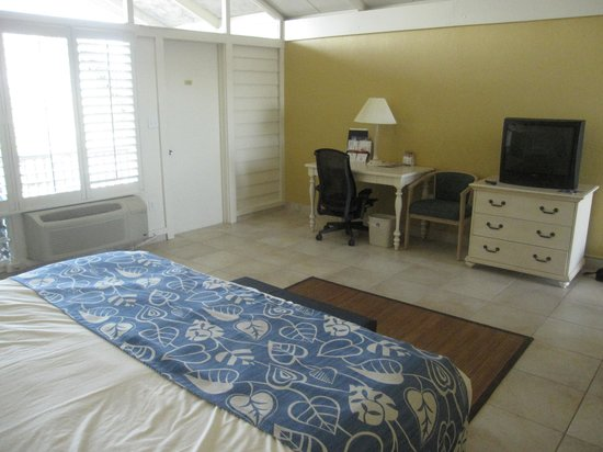 Best Western Plus Yacht Harbor Inn: King bedroom on second floor