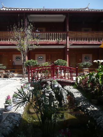 โรงแรมลี่เจียง หวังฟู: View of garden from corridor