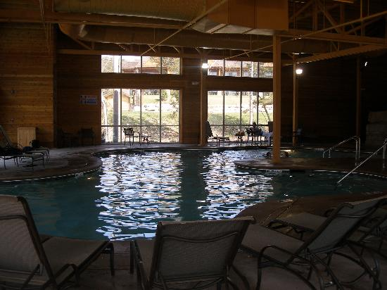 Indoor pool picture of lodges at timber ridge branson for Branson mo cabins with indoor pool