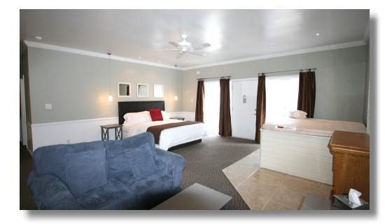 Abbey Inn: ForgetmeNot Suite