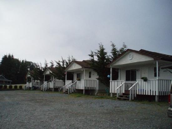 Alert Bay Cabins: Ocean View Exterior