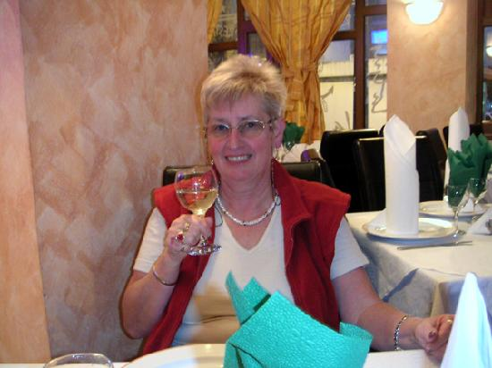 Hotel Süd: Prost im Restaurant mit Schwabenwein!