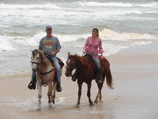 CabaCaribe Horseback Riding: Cooling off in the sea