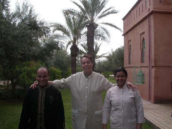 L'équipe Dar Kantzaro (Brahim, la cuisinière et la femme de chambre)