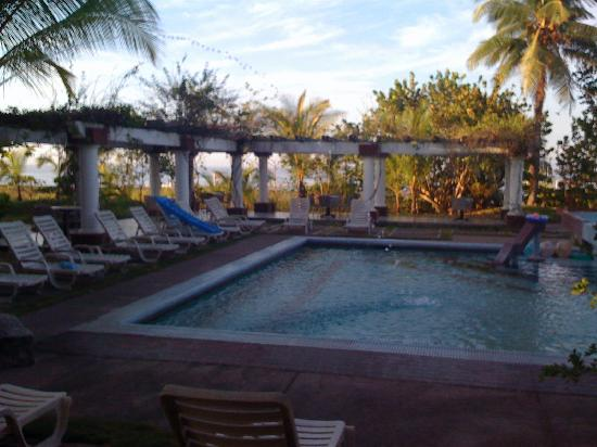 Hotel Las Olas Beach Resort: The beautiful pool at Las Olas Resort!