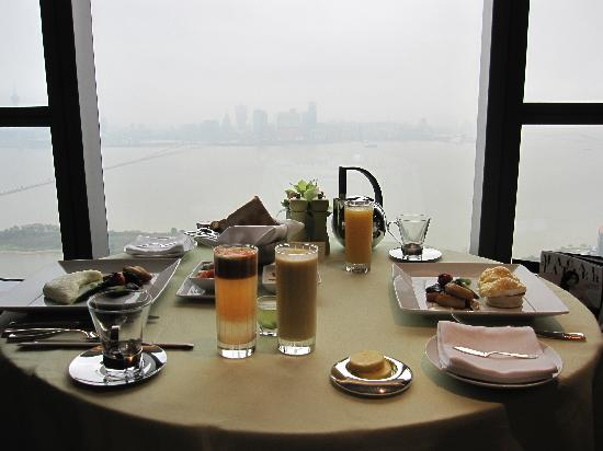 Altira Hotel: Inroom breakfast with a view