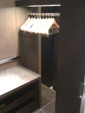 Altira Hotel: walkin closet