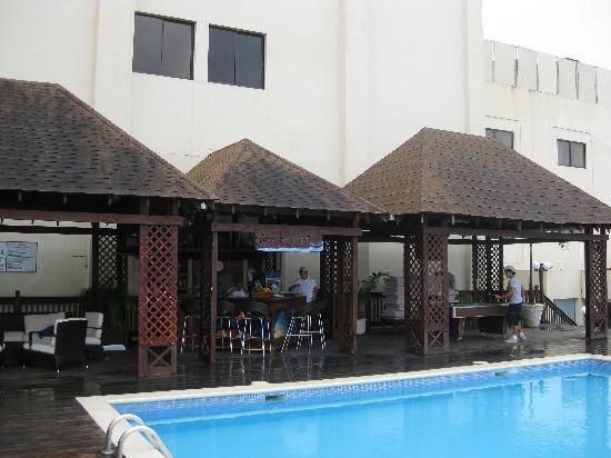 Hodelpa Gran Almirante Hotel & Casino: pool bar