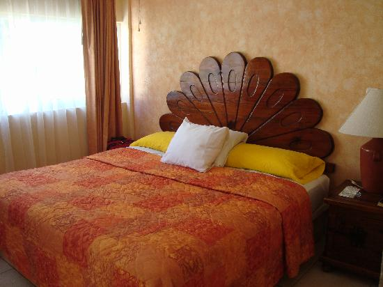 Marina de Oro: Small Master bedroom